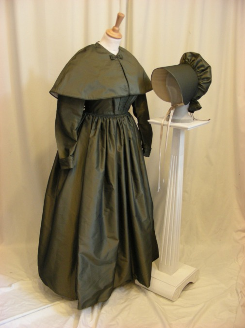 37-2-1840s-quaker-lady-try-on-costume-at-the-darby-houses